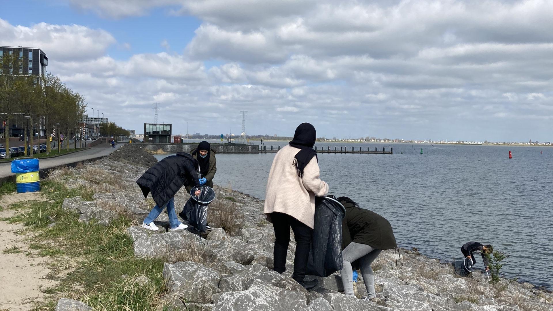 Leerlingen IJBC zetten zich in voor een schone buurt